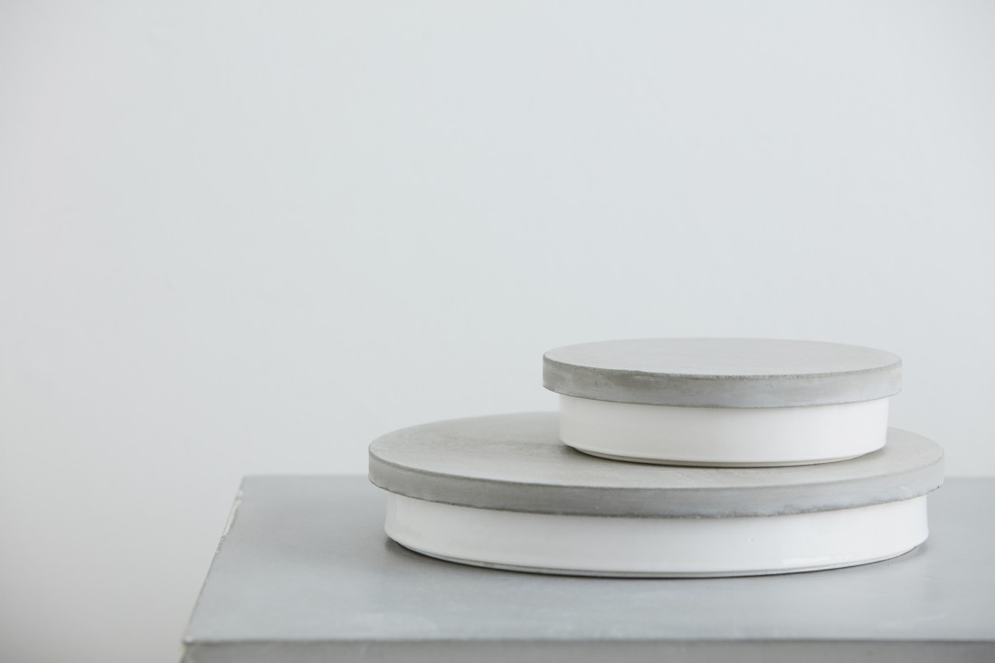 Sept white bowl with concrete grey lid