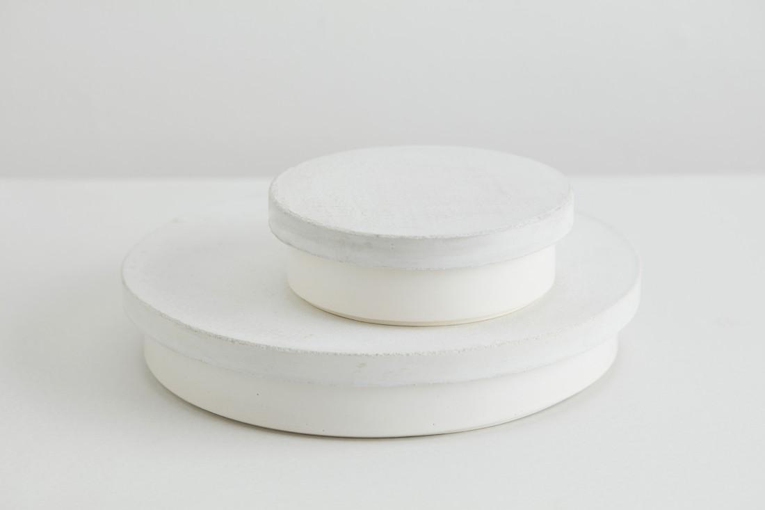Sept white bowl with concrete white lid