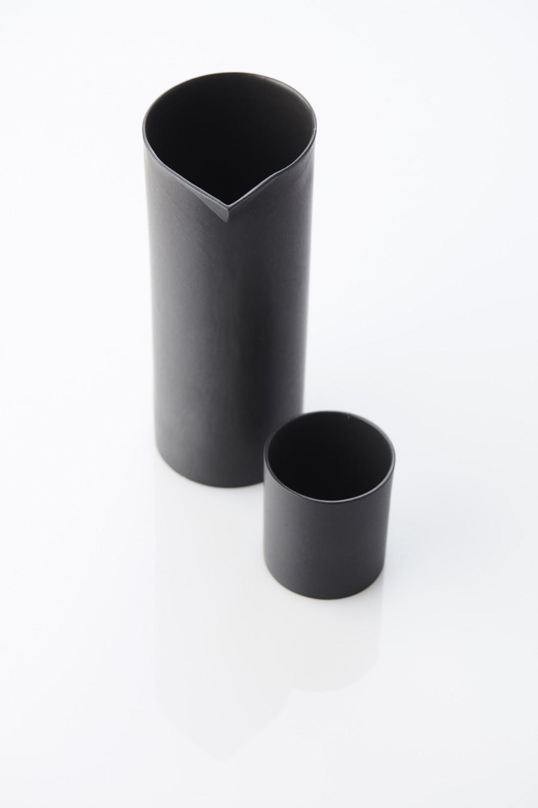 True black - cup & pitcher